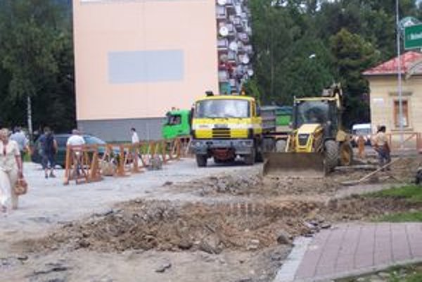 Brezno buduje jednosmerku, ktorá aspoň čiastočne rieši dopravnú záťaž v centre.