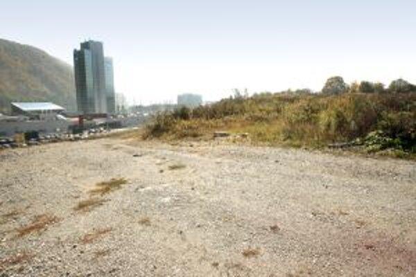 Druhá etapa výstavby na Troskách zatiaľ zastala.