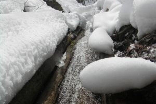 Unikátny vodný žľab láka stále viac turistov aj počas zimy