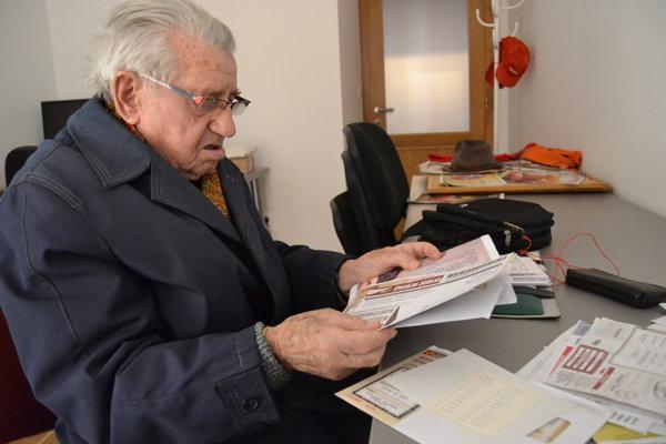 Ján Slávik má 97 rokov. Už vyše roka sa domáha výhry. Spoločnosť na jeho listy nereaguje.