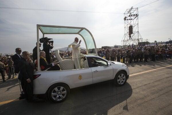 Pápež upozornil veriacich, aby sa nestali k druhým ľuďom anonymnými a hluchými.