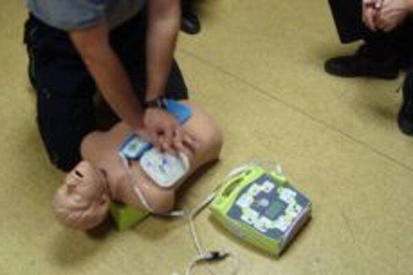 V Čechách už používajú defibrilátory aj hasičské zbory. Nácvik nie je zložitý.