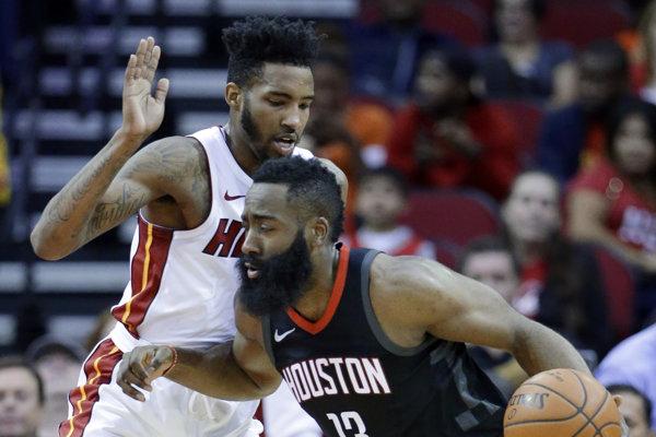 Basketbalisti Houstonu pokračujú v zámorskej NBA vo víťaznom ťažení.
