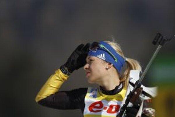 Top favoritka Nemka Neunerová zlyhala na strelnici, so šiestimi trestnými minútami skončila na 23. mieste. Lepšie na tom boli Slovenky Kuzminová a Gereková.