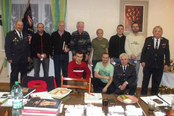 Spoločná snímka dobrovoľných hasičov zDolného Vadičova.