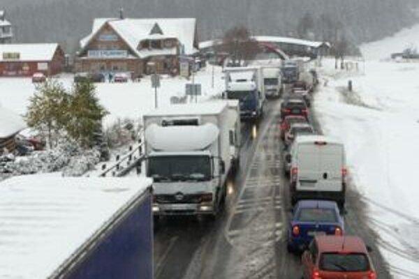 Sneh komplikoval na Donovaloch dopravu