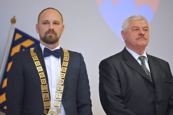 Tibora Mikuša (vpravo) porazil vo voľbách do VÚC 2017 Jozef Viskupič.