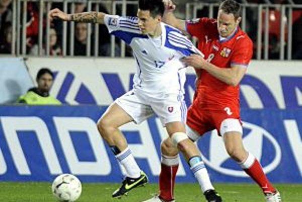 Marek Hamšík (vľavo) v súboji s Čechom Polákom