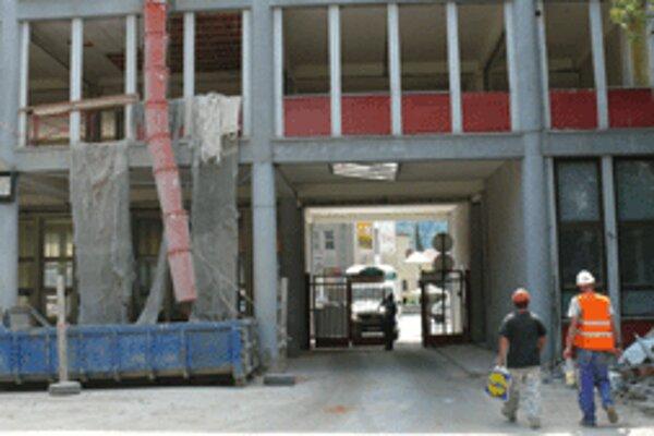 Búracie práce v Slovenke majú skončiť do polovice septembra.