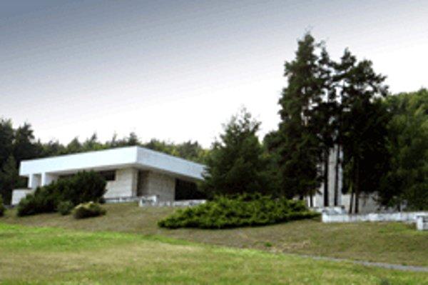 Budovu banskobystrického krematória navrhli v zaujímavom funkcionalistickom štýle, moderné pece tu však zatiaľ chýbajú.