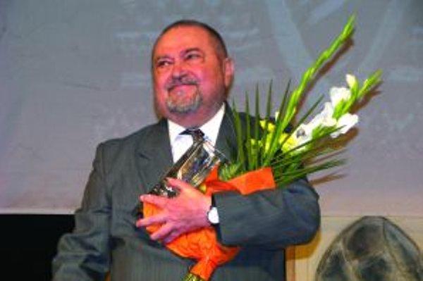 Pri príležitosti svojich 70. narodenín si Mikuláš Onufrák na scéne DJGT prevzal vlani cenu Čestný motýľ za prínos pre zvolenskú činohru.