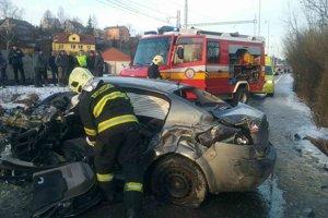 Pri dopravnej nehode došlo k ťažkému zraneniu vodiča s predpokladanou dĺžkou PN nad 42 dní.