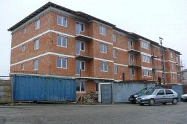 Nová bytovka v Hriňovej je už takmer hotová.