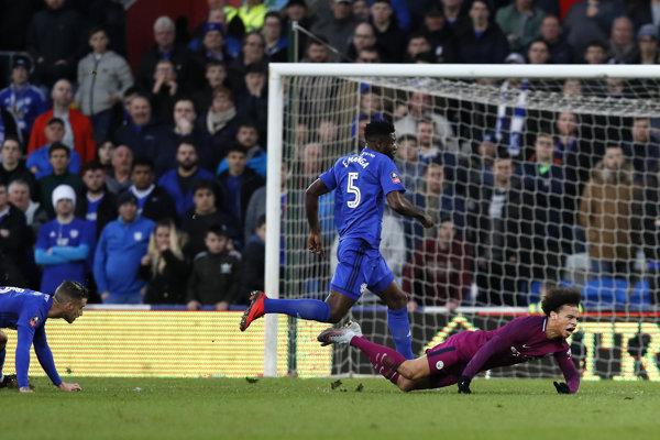 Sané (vpravo) nedohral súboj FA Cupe.