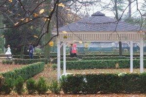 V historickom Parku Štefana Moysesa v Žiari nad Hronom  postavili vlani pre obrady svadobný altánok.