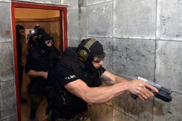 Desať družstiev zo Slovenska a dva z Česka absolvovali začiatkom júna na Lešti 9. medzinárodné majstrovstvá špeciálnych policajných jednotiek.