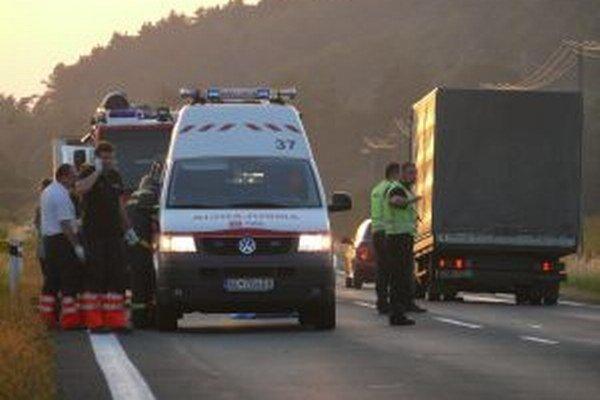 Záchranka pri nehode neďaleko Detvy.