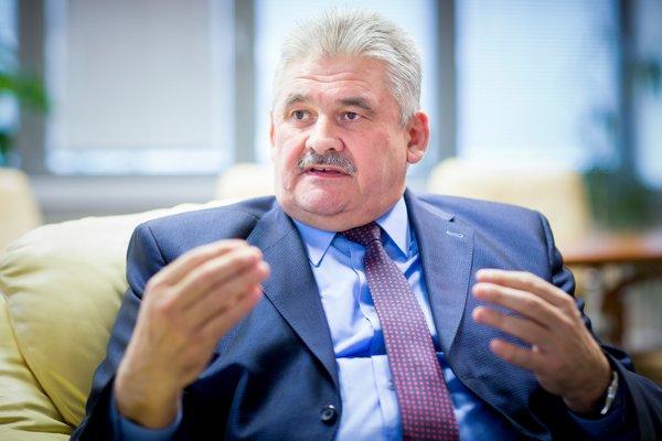 O rapídnom zvýšení minimálnej mzdy hovoril minister Richter aj poslanec Erik Tomáš.