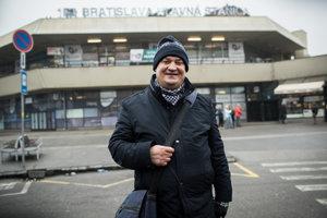 Hlavnú železničnú stanicu v Bratislave poznal Rudy ako vlastné topánky. Dnes je jedným z najúspešnejších predajcov časopisu Nota bene.