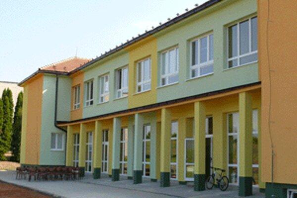 Takmer ako nová je po rekonštrukcii škola v Sebechleboch.