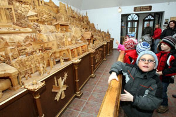 Betlehem v Rajeckej Lesnej s dvesto pohyblivými postavičkami je lákadlom pre turistov z celého sveta.