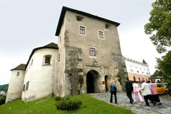 Zámok postavili v druhej polovici 14. storočia.