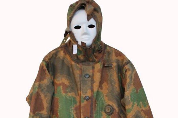 Oblek je z materiálu získaného priamo z francúzskej gumárenskej firmy Michelin.