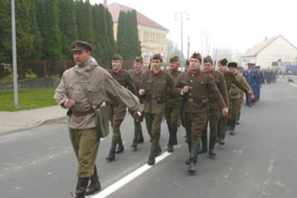 Na prehliadku prišli členovia klubov vojenskej histórie z celého Slovenska.