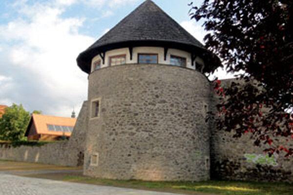 Baštu Doman junior zrekonštruoval.