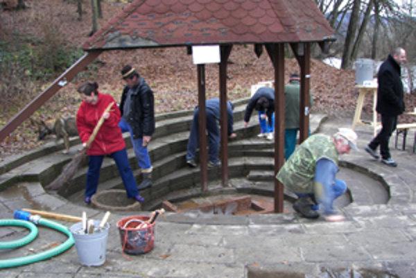 V závere uplynulého roka medokýš vyčistili tamojší chatári aj magistrát.