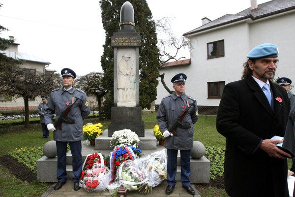 Pietna spomienka pri pamätníku v Sliači.