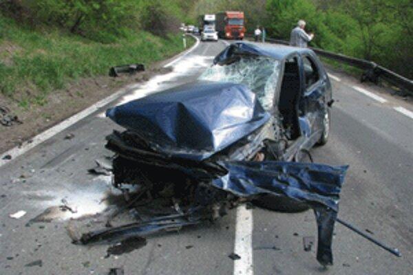 Peugeot zapríčinil dopravnú nehodu.