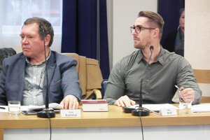 Peter Wolf (vpravo) sa nazdáva, že primátor by mal znovu zvolať zasadnutie.