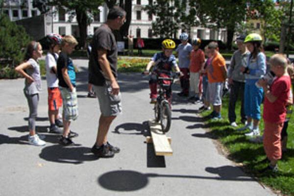 Združenie, zamerané na dobrodružstvo na bicykloch, sa venuje aj deťom.