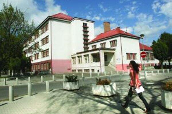 Jednotka je najstaršou školou v meste.