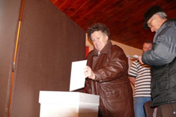 Súčasný prezident oslovil najviac voličov.