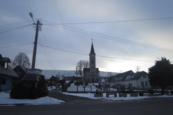 Pozemky mal P. Vozárik Liptovskom Trnovci za kostolom. Podvodníci ale obchodovali aj spôdou viných lokalitách. ⋌ILUSTRAČNÉ FOTO: JÁN KROŠLÁK