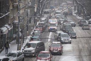 Dopravná zápcha na Štefánikovej ulici v smere na Pražskú a Patrónku.