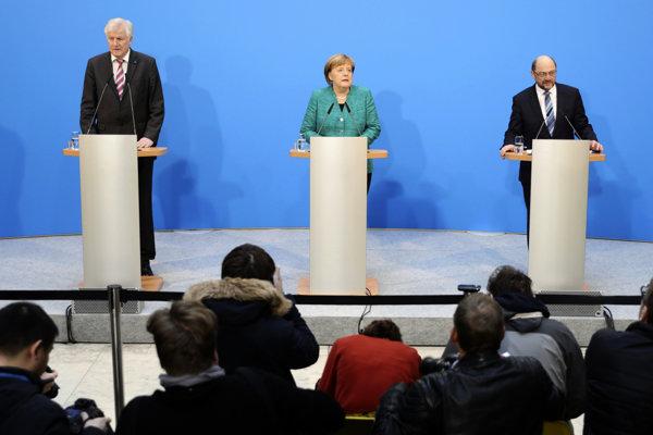 Lídri troch strán, ktoré tvoria novú nemeckú koalíciu (zľava): Šéf CSU Horst Seehofer, šéfka CDU Angela Merkelová a líder SPD Martin Schulz.