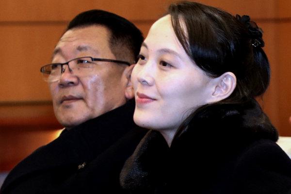 Kim Jo-džong sa široko usmievala, keď ju na medzinárodnom letisku v Inčchone privítali juhokórejskí predstavitelia.