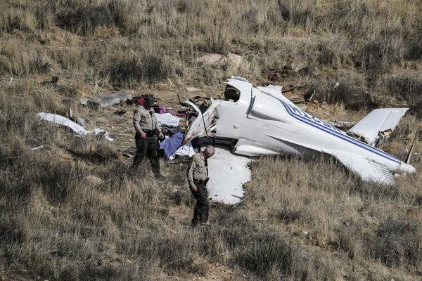 Lietadlo sa pri incidente rozpadlo.