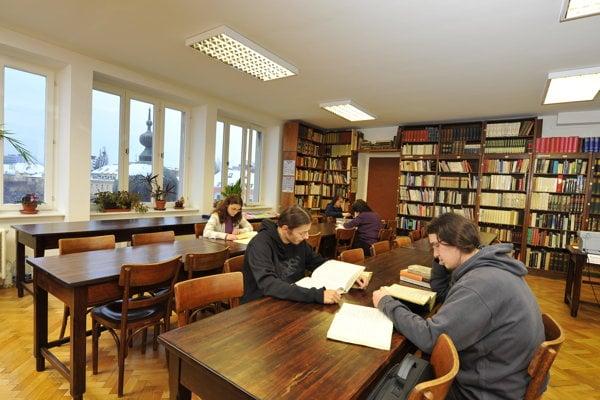 Študovňa Filozofickej fakulty UK v Bratislave.