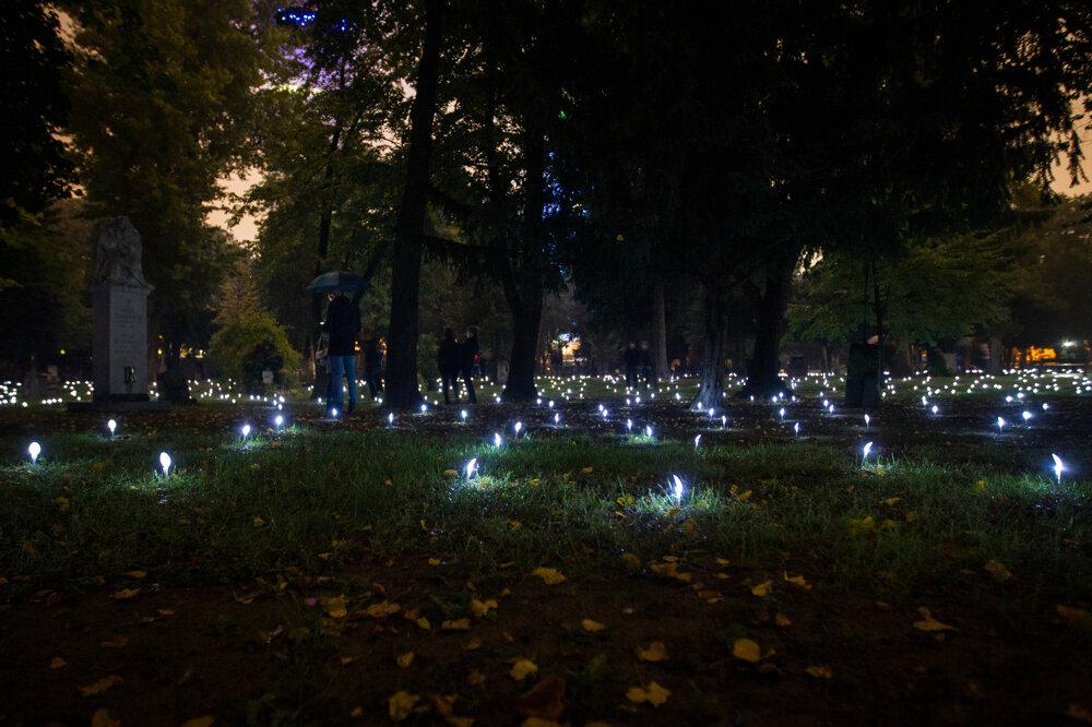Inštalácia s názvom Andromeda počas festivalu Biela noc. (10. 10. 2015, Bratislava)
