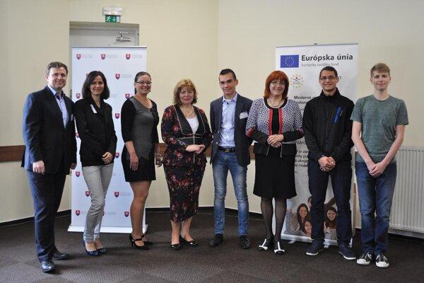 Zástupcovia prievidzského gymnázia prevzali ocenenie v Banskej Bystrici.