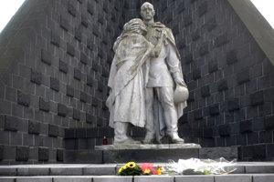 Pamätník na Dukle v roku 2011.