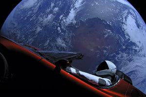 Existuje desať percentná šanca, že Tesla po troch miliónoch rokoch vrazí do Zeme.