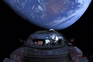 Tesla Roadster je momentálne na ceste k obežnej dráhe Marsu a potom k pásu asteroidov.