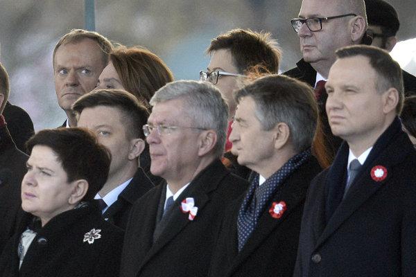 Predseda poľského Senátu Stanislaw Karczewski (na snímke druhý zľava v prednom rade).