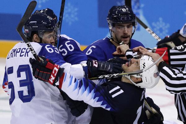 Na ľade to bola pekná mastenica aj bez hráčov z NHL.