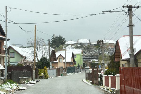 Problémom je využívanie ciest v Kavečanoch tisíckami vozidiel, smerujúci do miestnej zoo.